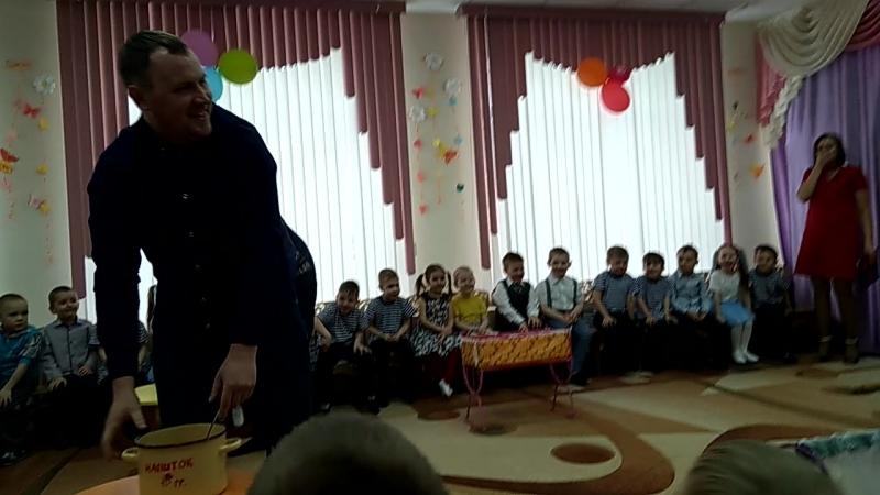 папы жгут праздник в детском саду