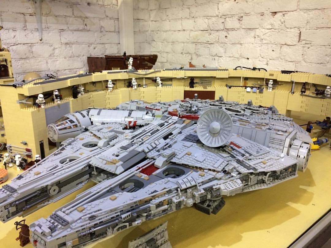 На первой в России постоянной выставке моделей из кубиков LEGO GameBrick вы можете вуидеть как наборы LEGO, некоторым из которых более пятидесяти лет, так и авторские модели, собранные из конструктора, среди которых Крейсер Аврора, Эрмитаж, Адмиралтейство, Петропавловский собор и многие другие