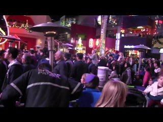 Yoni Z in Chanuka Concert at Universal CityWalk, L.A. 12-17-17 (112)