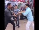 Джеки Чан демонстрирует свои навыки