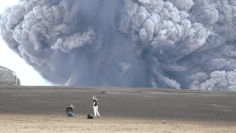 Извержение вулкана Эйяфьядлайёкюдль (Исландия, 2010 год).