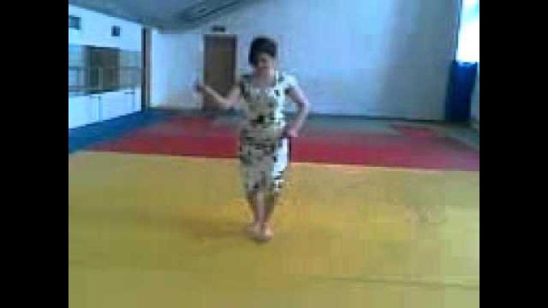 Девушка супер танцует лезгинку