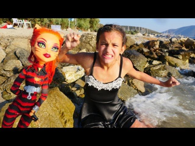 MonsterHigh.Toralei Stripe ile video!Şiir bozma, evi alt üst etme ve diğer maceralar!kızoyunları