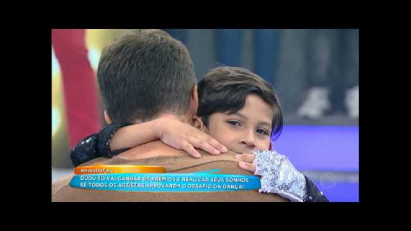 Faro chora e lembra de sua infância ao ver Dudu dançando no palco