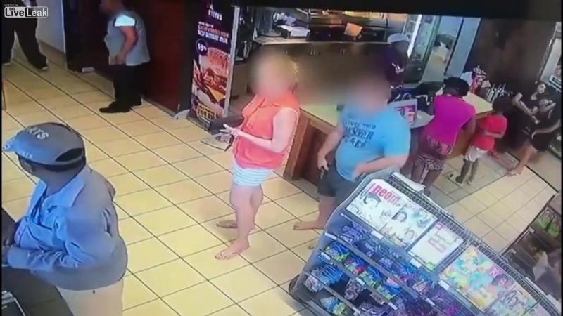 Извращенца застукали за подглядыванием по юбку в магазине