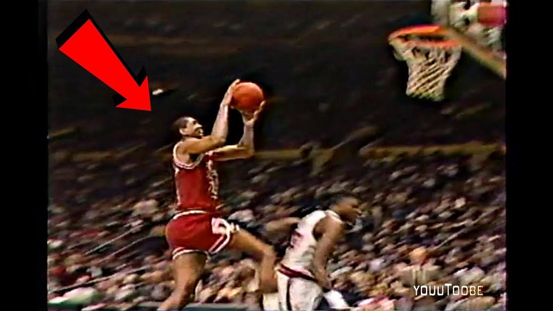 Bill Cartwright Misses Wide Open Game Winner Layup! Doug Collins Goes Crazy! 1989 Playoffs