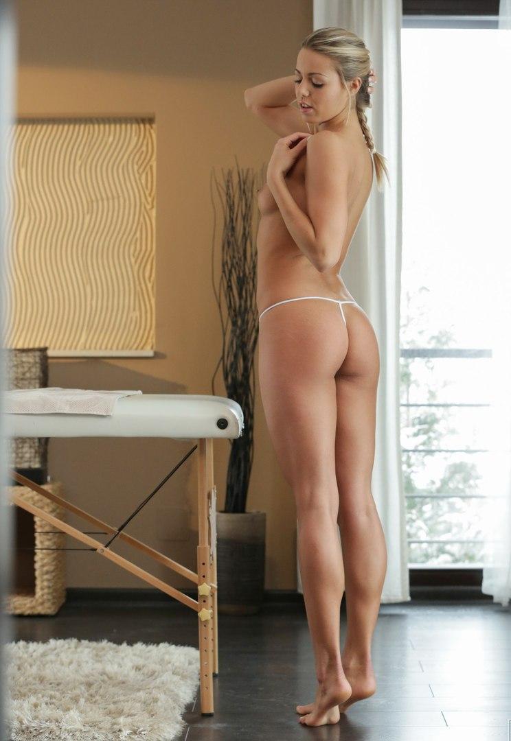 Carmen electra fake nude pics
