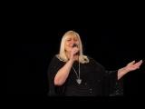 Марина Бурлакова с песней «Губ моих огонь» на концерте школы вокала Сергея Пенкина