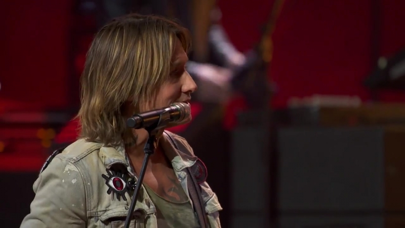How Does Keith Urban Chose Songs For His Set List