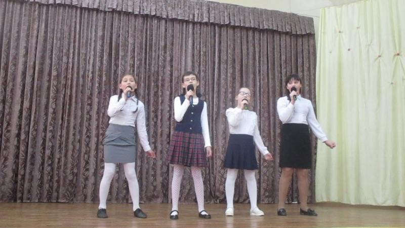Вокальный ансамбль 4А класса. Попурри из военных песен. Руководитель: Якимов Г. М.