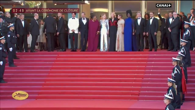 Kristen and jury at la Cérémonie de Clôture Cannes Film Festival - May 19