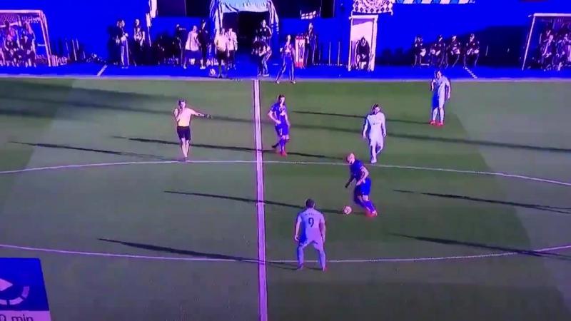 Игрок «Леганеса» забыл, как разводить мяч с центра поля, и сразу рванул к воротам соперника