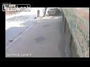 Двое грабителей на мотоцикле пытались ограбить пикап