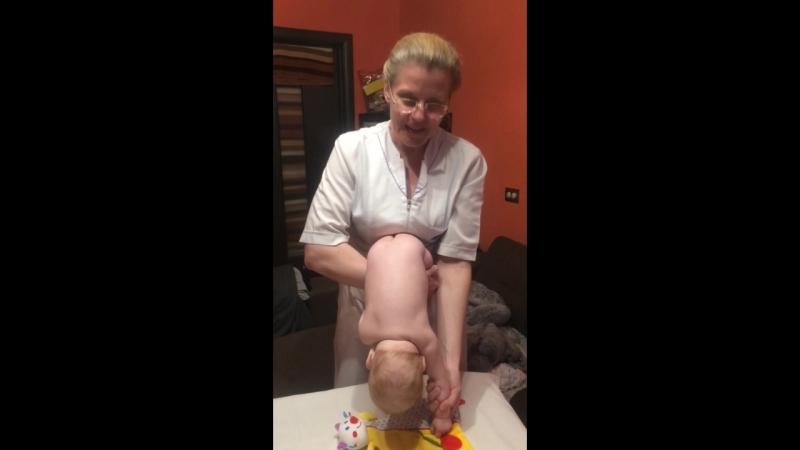 Детский массаж. Упражнение НАКЛОНЫ: учим ребёнка сидеть и стоять на четвереньках. Мария Ерж.