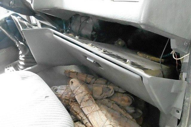 Таганрогские таможенники задержали двоих украинцев, пытавшихся в тайниках своих авто провезти цветной металл