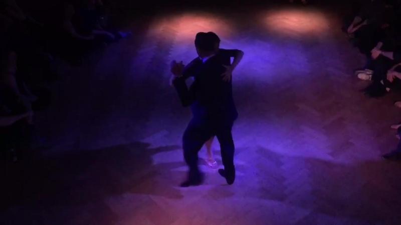 """Fausto Carpino y Stephanie Fesneau bailan un tango """"Yo Te Bendigo"""" de O.Pugliese con Roberto Chanel"""