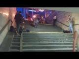Классный перфоманс от уличных музыкантов (переход м. Палац спорта, Киев) 28.5.14