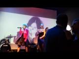 Гера, Кэтт и Марго, поют песню
