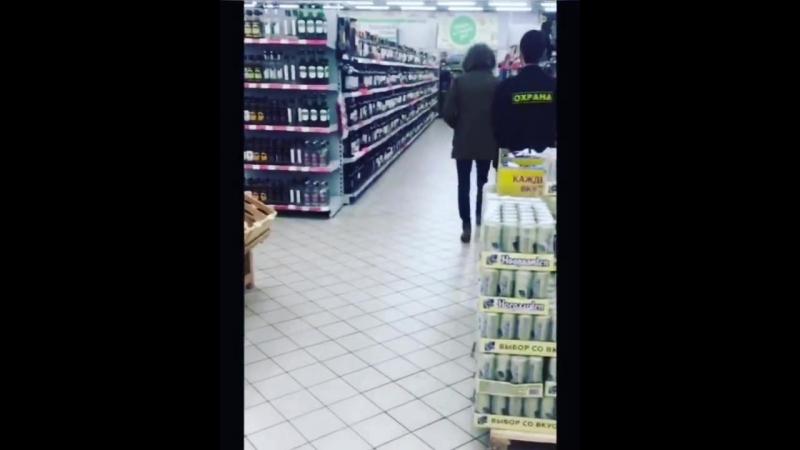 Трюки с бутылками в магазине