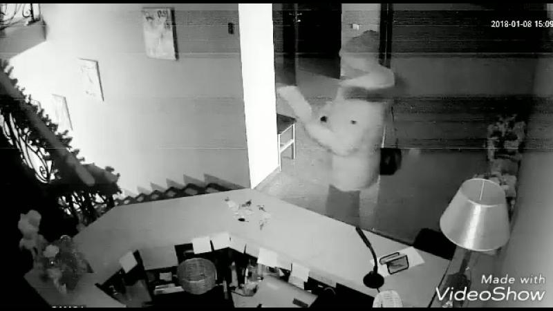 Девушка украла куклу из калужского танцевального центра