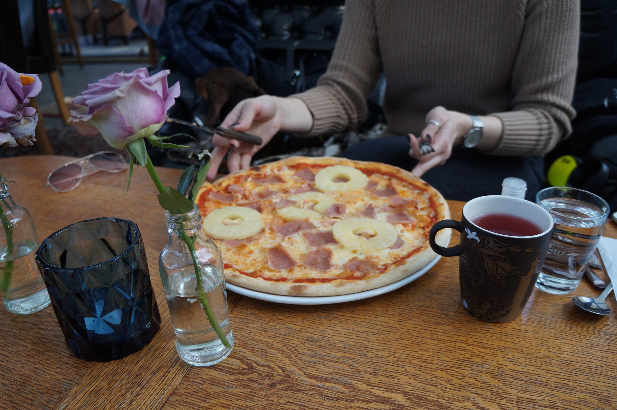 Сколько стоит поесть в ресторане в Швеции рублей, шведы, деньги, сыром, салат, пиццу, стоит, отличие, террасы, такие, интерьера, Интерьер, ограничения, похоже, перекус, приличный, Бизнесланчи, вполне, время, разные
