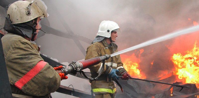 В Архызе загорелся жилой дом с мансардой