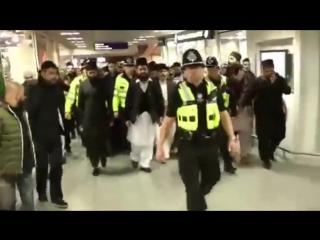 Islamic Preacher Arrives in UK With Police Escort