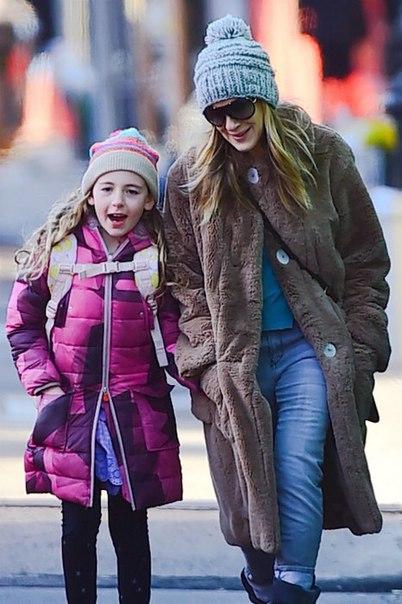 На вес золота: Сара Джессика Паркер с дочерью попали в объективы папарацци