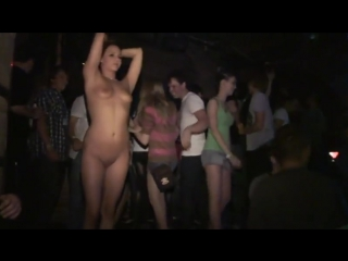 Девушки в клубе нагишом, порно ролики сантехник лижет куни