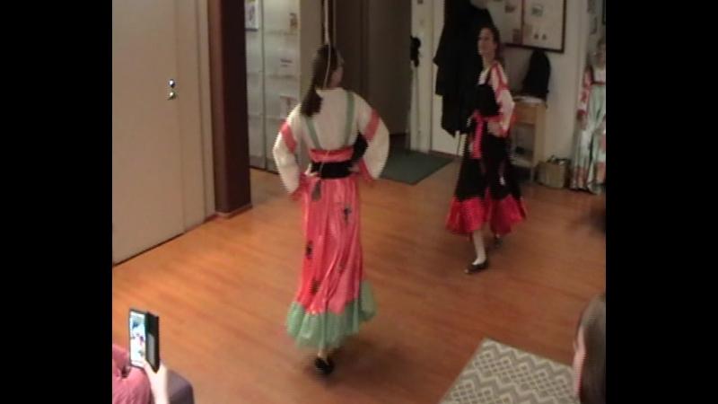 Праздник Ystävänpäivä в Jo Moni - Финский шуточный танец