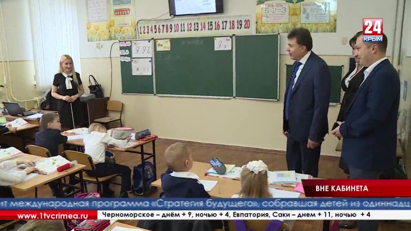 Вице-премьер крымского правительства Игорь Михайличенко проверил социальные учреждения Симферополя и выслушал жалобы горожан на