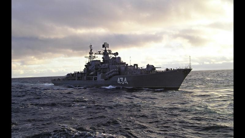 Эсминец Северного флота ''Адмирал Ушаков'' в штормовом море