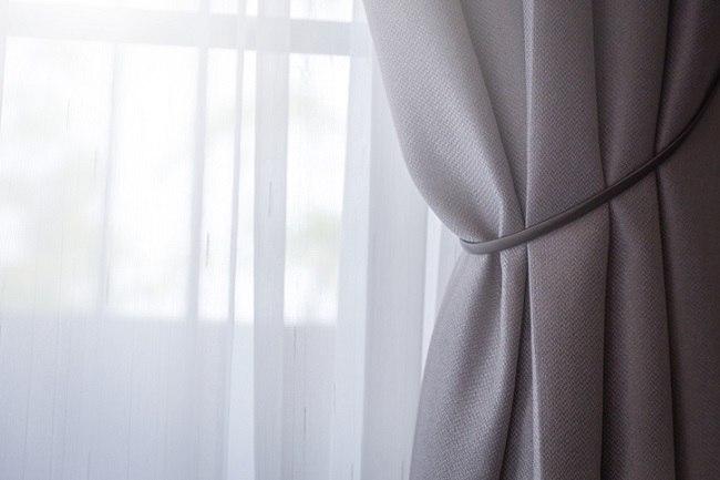 Как постирать тюль и шторы: полезные рекомендации