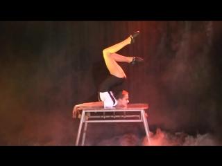 Alina The show Burlesque contortion
