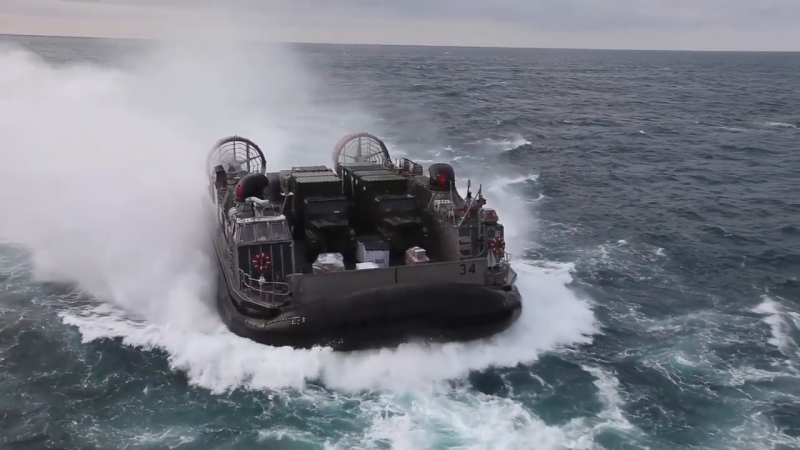 Landing Crafts Air Cushioned in action during our training session in the Pacific Ocean, January 5, 2018.
