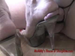Mommy cock crush / foot fetish
