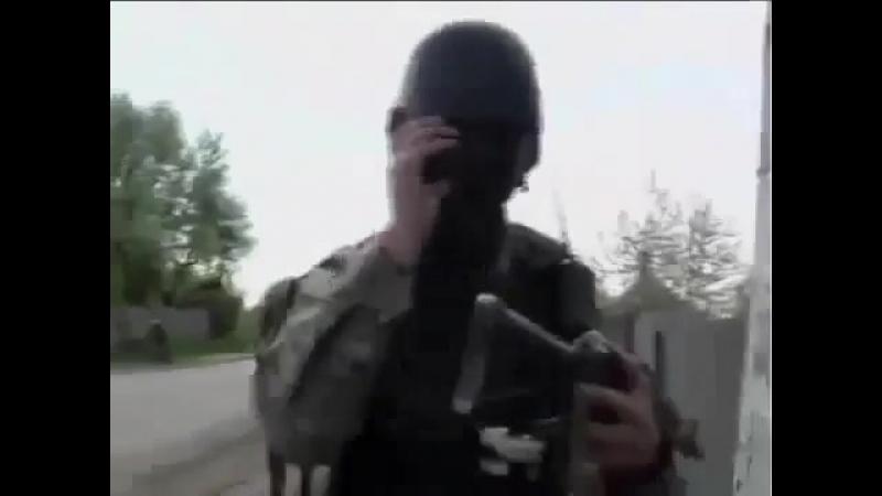 Славянск.24 апреля,2014.Штурм блок-постов ополчения ВСУ.снимает видео местный жи