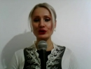 Девушка поёт в караоке песню Саши Project Очень Нужен Ты