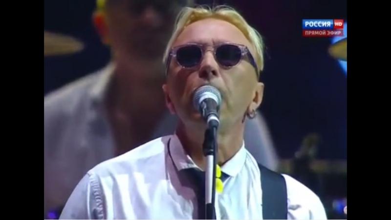 Гарик Иваныч Сукачев зажигает на закрытии Универсиады 2013. Напои меня водой.