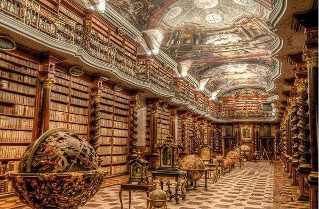 Самая красивая библиотека в мире находится в Праге.