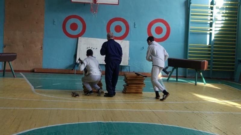 Фрагмент соревнования между старшеклассниками, посвященный 23 февраля, Дню Защитника Отечества