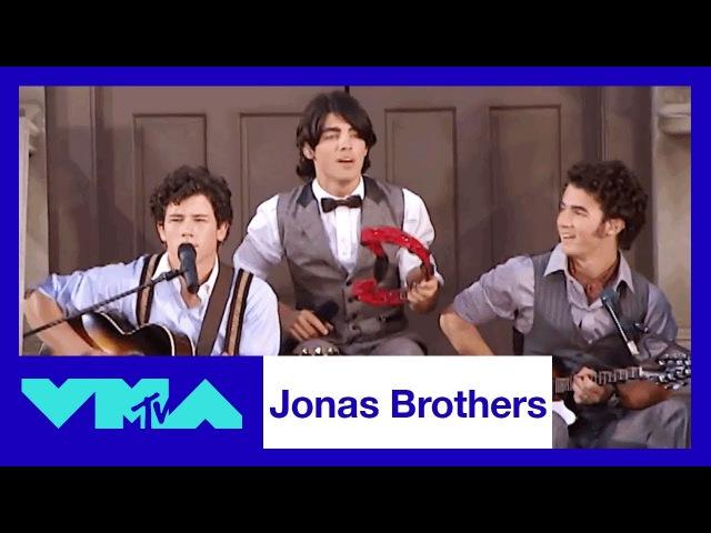 Jonas Brothers Perform 'Lovebug' at the 2008 VMAs 2017 Video Music Awards MTV