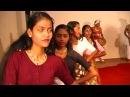 SRI LANKA Dancing Girls with drum ШРИ ЛАНКА Танцы Девушки с барабаном الفتيات طبل 女の子のドラム लड़कियों