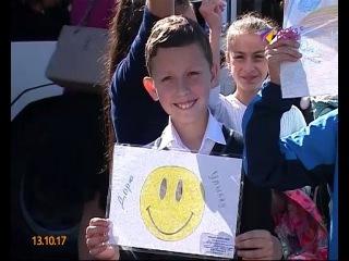 Сочинские школьники запустили акцию «Подари улыбку другу»