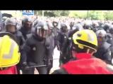 Испанская национальная полиция избивает каталонских пожарных, вставших на сторону своего народа