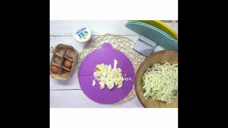 Салат Весенний с редисом и пекинской капустой