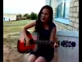 девушка поет и играет на гитаре.mp4 - youtube.3gp