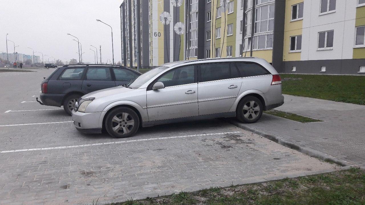 Что мешает брестским водителям парковаться по правилам и сколько нарушителей уже заплатили штраф?