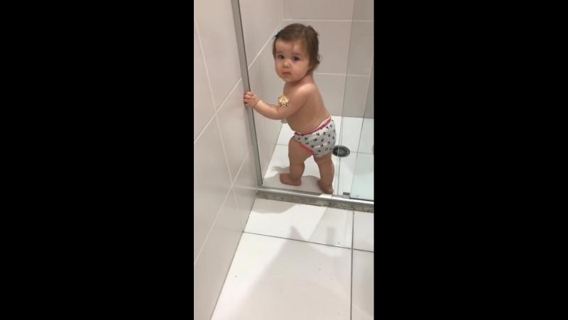 Titi fugindo do banho. 🙊
