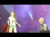 На своём концерте в Могилёве Наргиз Закирова нашла девочку, которая порвала зал